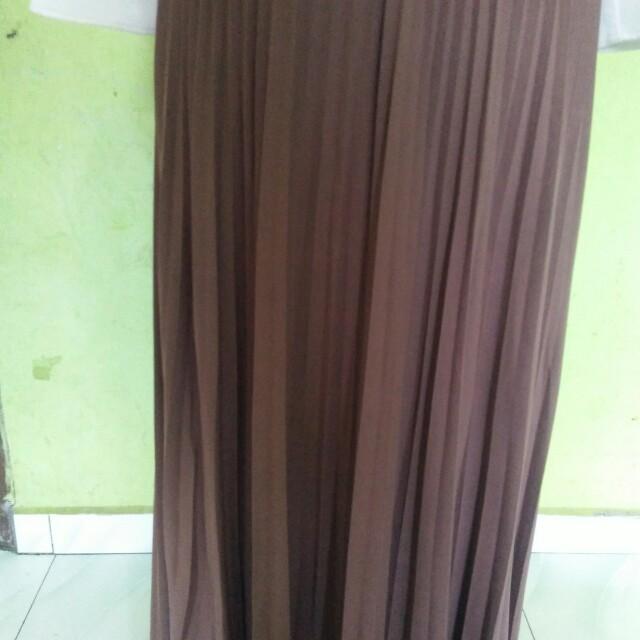 Pleated skirt (cream)