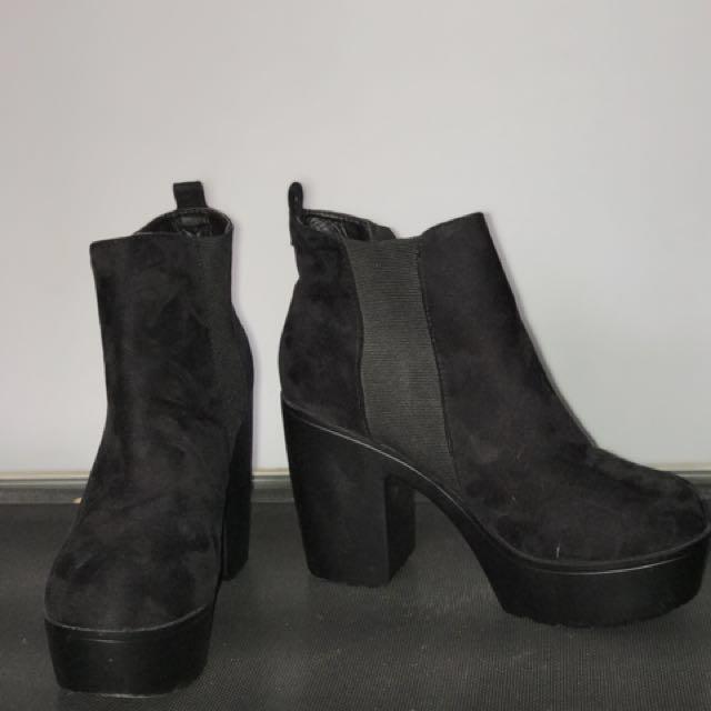 ⚡️PRISTINE condition black boots!⚡️