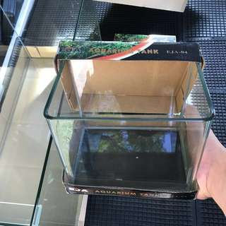Fish Aquariums/ Tanks