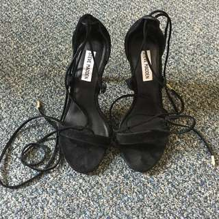 STEVE MADDEN LACE UP PRESIDNT HEEL