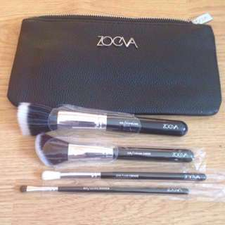 Zoeva 4 piece black brush set 128 Cream cheek brush •125 stippling •237 detail shader •228 luxe crease