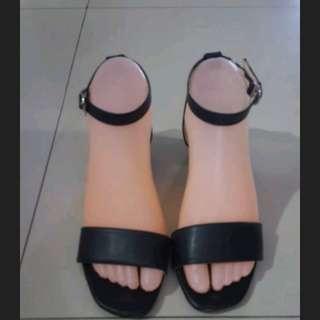 black angkle strap