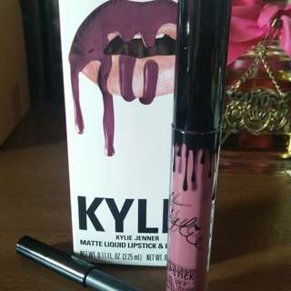 Preloved Kylie Head Over Heels