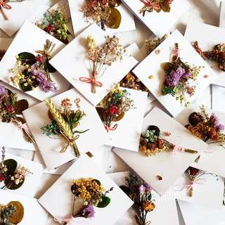 Dried flowers and preserved leaves on cards