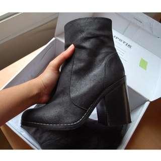 LIPSTIK New NEMIS black boots size 7