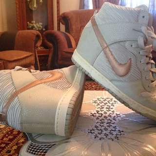 Nike Dunk High Sneaker Limited Edition..