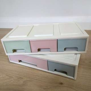 Storage drawer with compartments