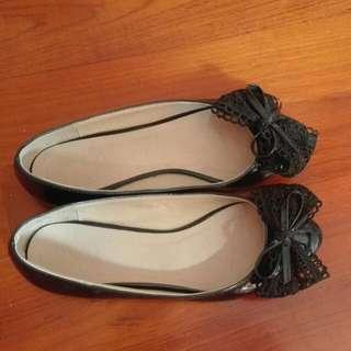 Shoes - Black color flats