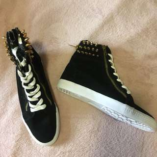 Betsy Johnson Size 9 Women's High Top Sneakers