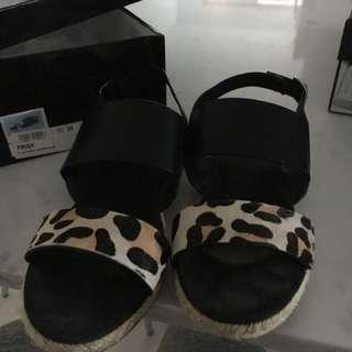 Shubar flat sandals