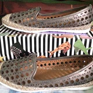 UNLISTED PEWTER SHOES (size 7)
