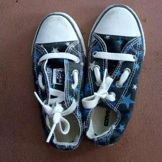 Sepatu Convers - Motif Star