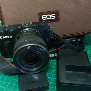 canon m 相機+18-55mm鏡頭+原廠電池+原廠包包+16GB