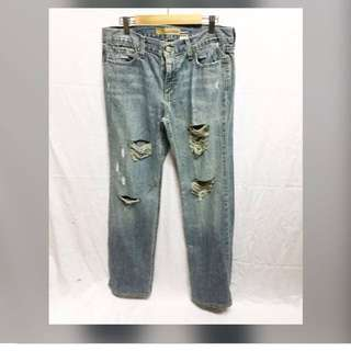 Old navy ripped jeans size (fits 32-34)