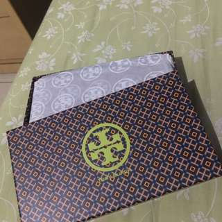 Like New!! Tory Burch Wallet (Authentic)