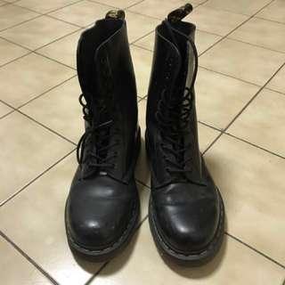 Dr. Martens 1490 十孔馬汀靴