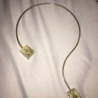 Oaksva gold cube necklace