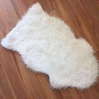 Ikea rug (white) 白色人造長氊
