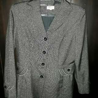 Baju kantor set (blazer dan rok)