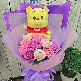 Bouquet - Authentic Pooh With Scented Roses