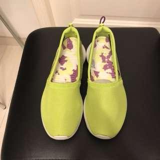 Nike Women's Rosherun Slip (579826-300) Size US6.5/EUR37.5)