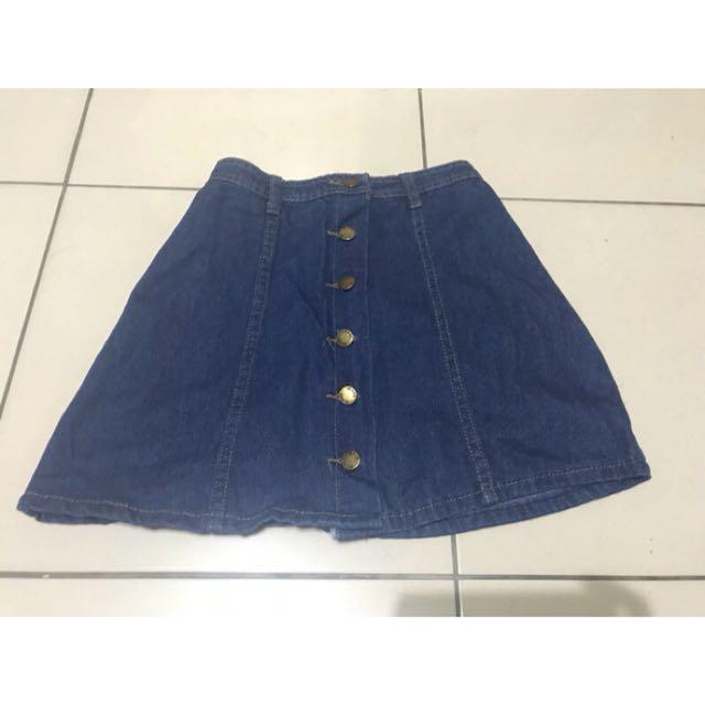 深藍色牛仔排扣短裙