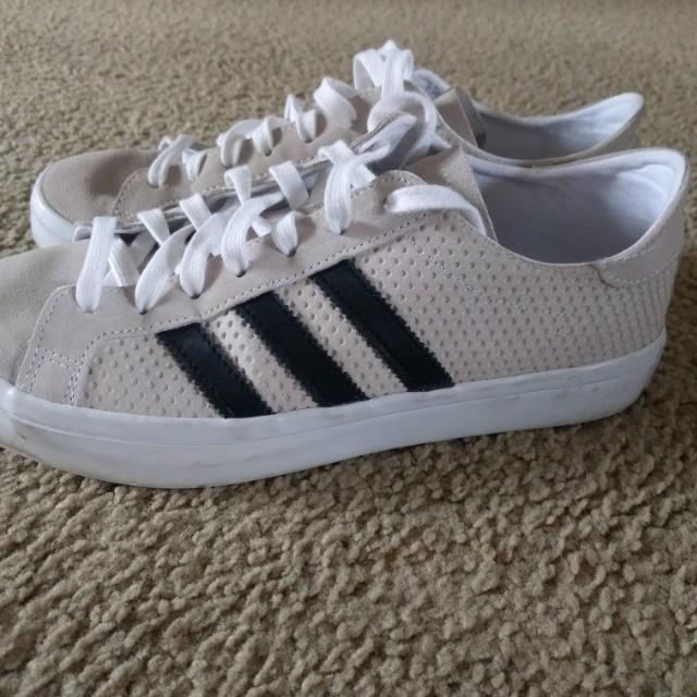 Adidas originals court vantage size 9