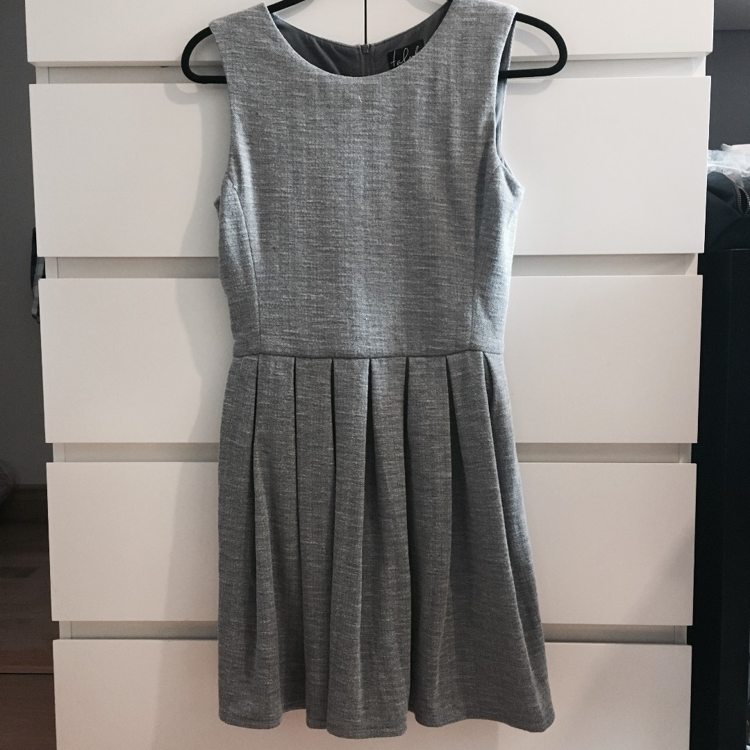 *REDUCED* Aritzia Talula Grey Pleated Dress with pockets