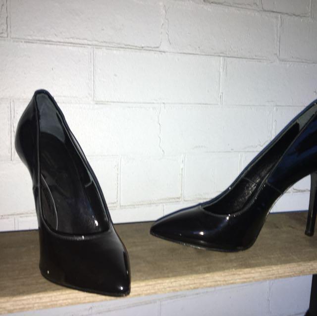 Arthur Gallan brand new ($300) Size 39 Black