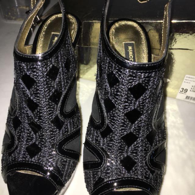Black mimco detailed heel