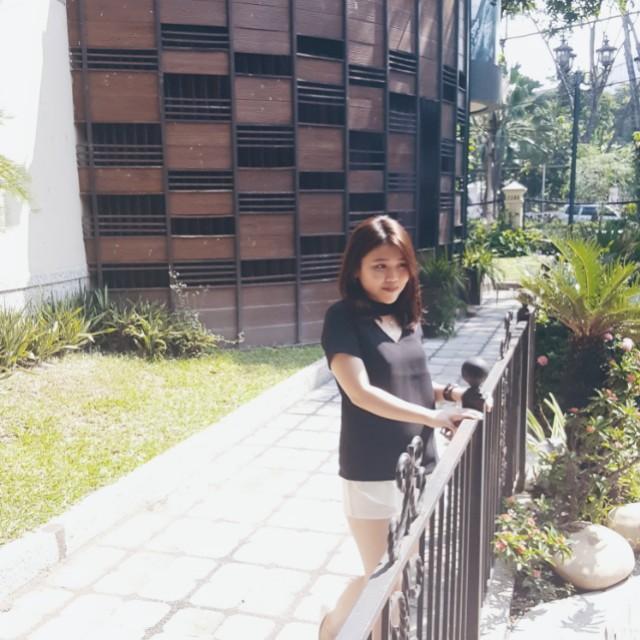 Black V T-shirt
