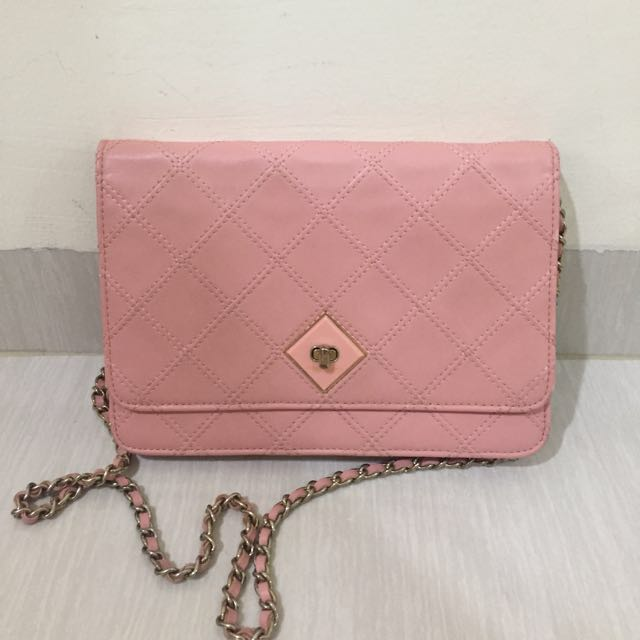 CHARLES&KEITH pink clutch