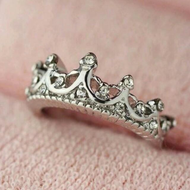 Cincin crown atau cincin mahkota