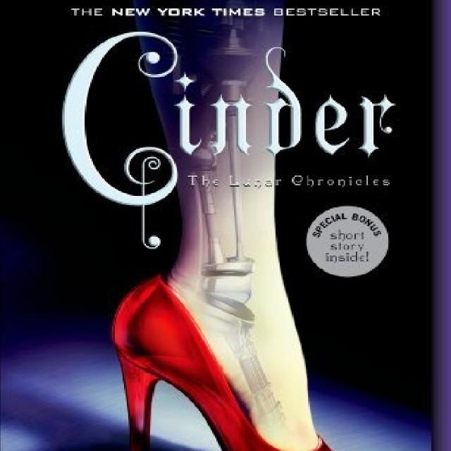 Cinder (The Lunar Chronicles #1) - Marissa Meyer