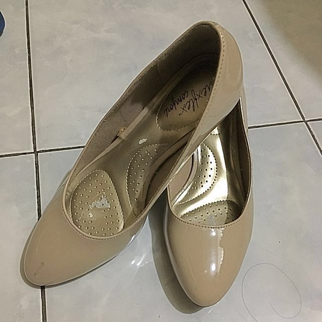 ee01e833f3 Dexflex comfort Nude low wedge size 5.5W, Women's Fashion, Shoes on  Carousell