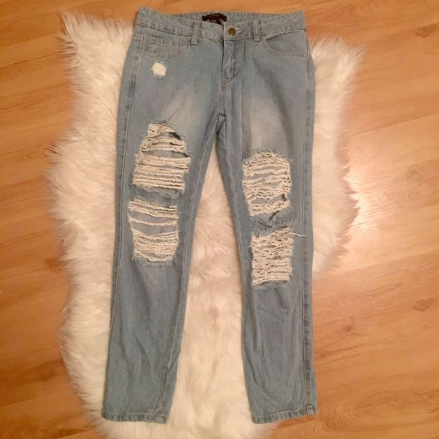 Forever21 Distressed Denim Boyfriend Jeans