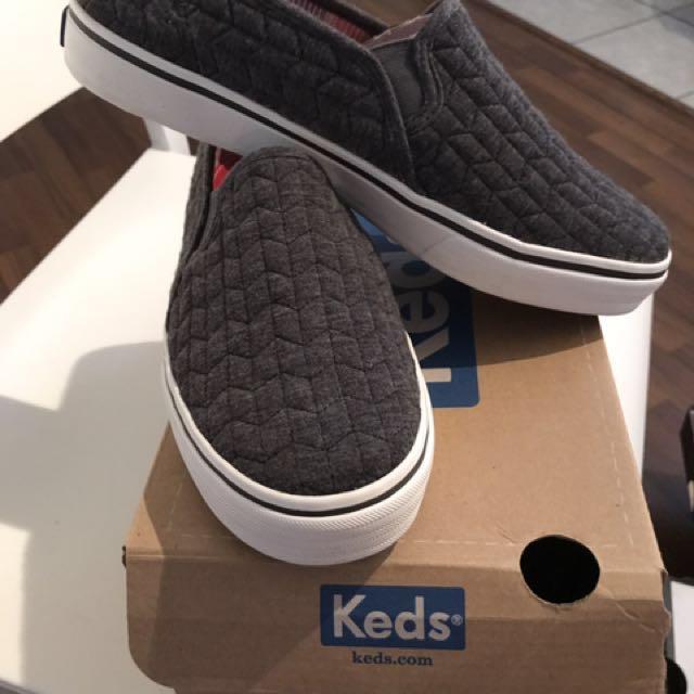 Keds Flat