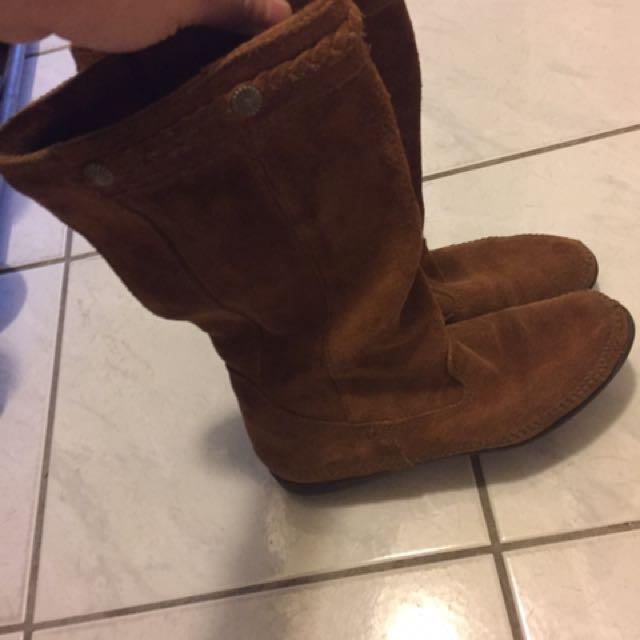 Minnetonka boots. Size 7