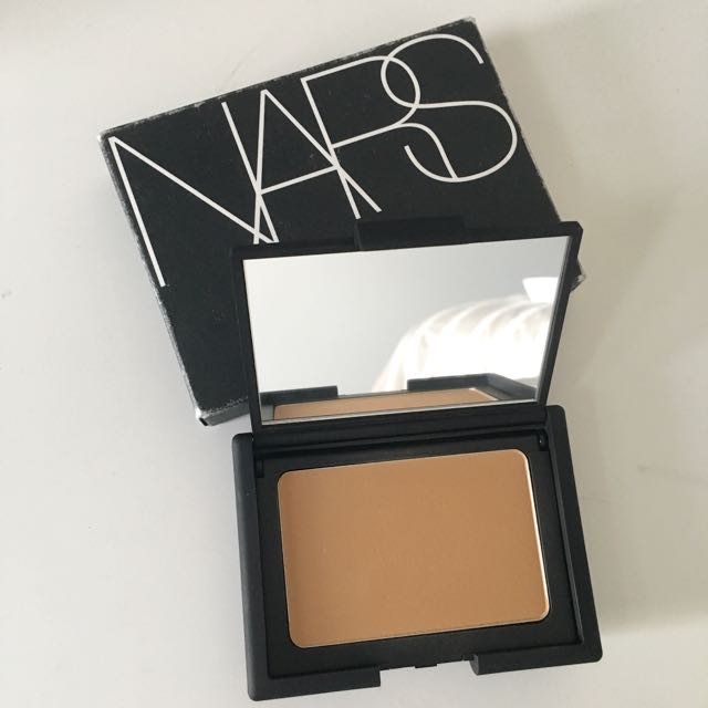 NARS Powder Foundation in Tahoe