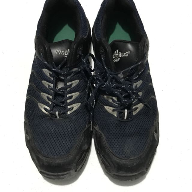 Nautilus steel toed rubber work shoes