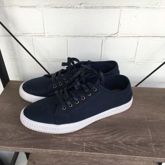 Navy canvas trainers size aus10
