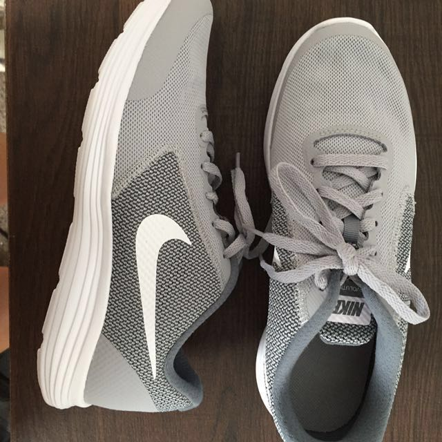 (NEW) Nike Revolution 3 : Grey & White