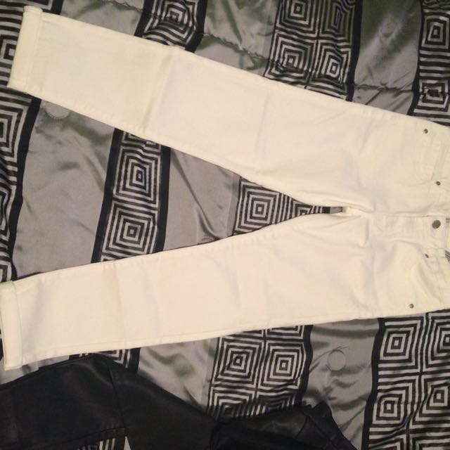 Off white skinny ankle jeans