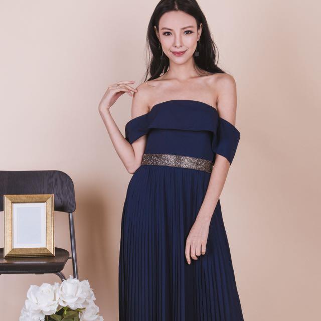 0792667996 Ohvola Starry Nights Pleated Maxi Dress