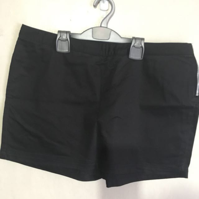 Plains & Plains Black Skorts XL