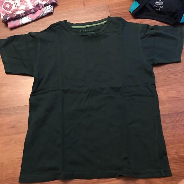 Preloved giordano original dark green tshirt xxs - baju atasan hijau tua kecil