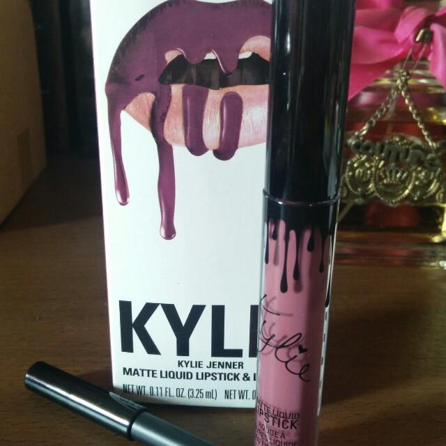 Preloved Kylie Head Over Heels