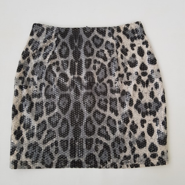 Size 8 sequenced leopard print mini skirt