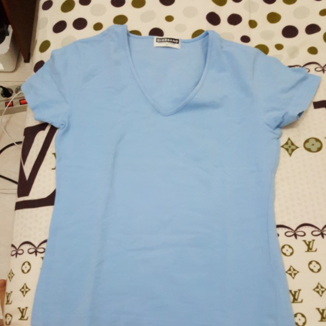 V neck giordano t-shirt