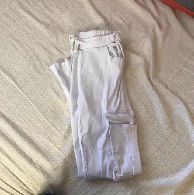 White skinny pants xs
